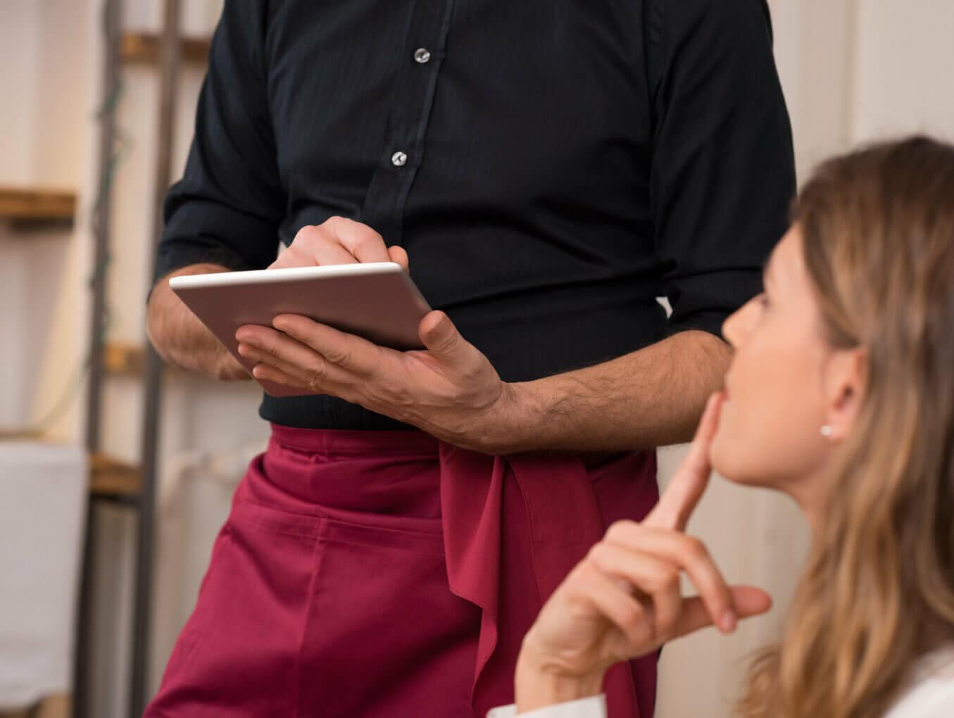 Как научить официантов продавать?